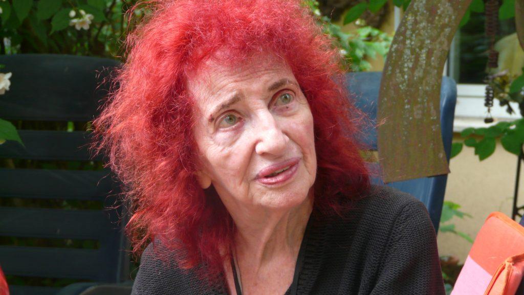 Peggy Parnass in der Autokulturwerkstatt, Foto: Jürgen Kinter