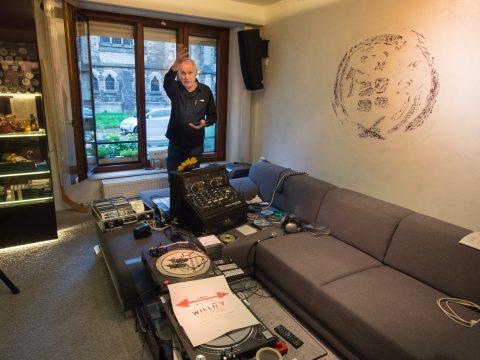 Wohnzimmer-Sendestudio von Willi Teuber