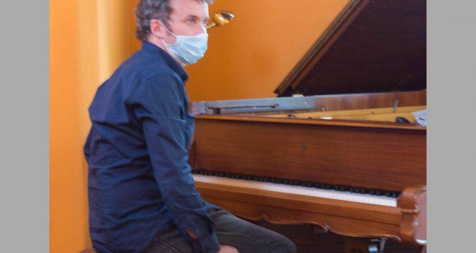 Philip Zoubek am Flügel in der Capella hospitalis