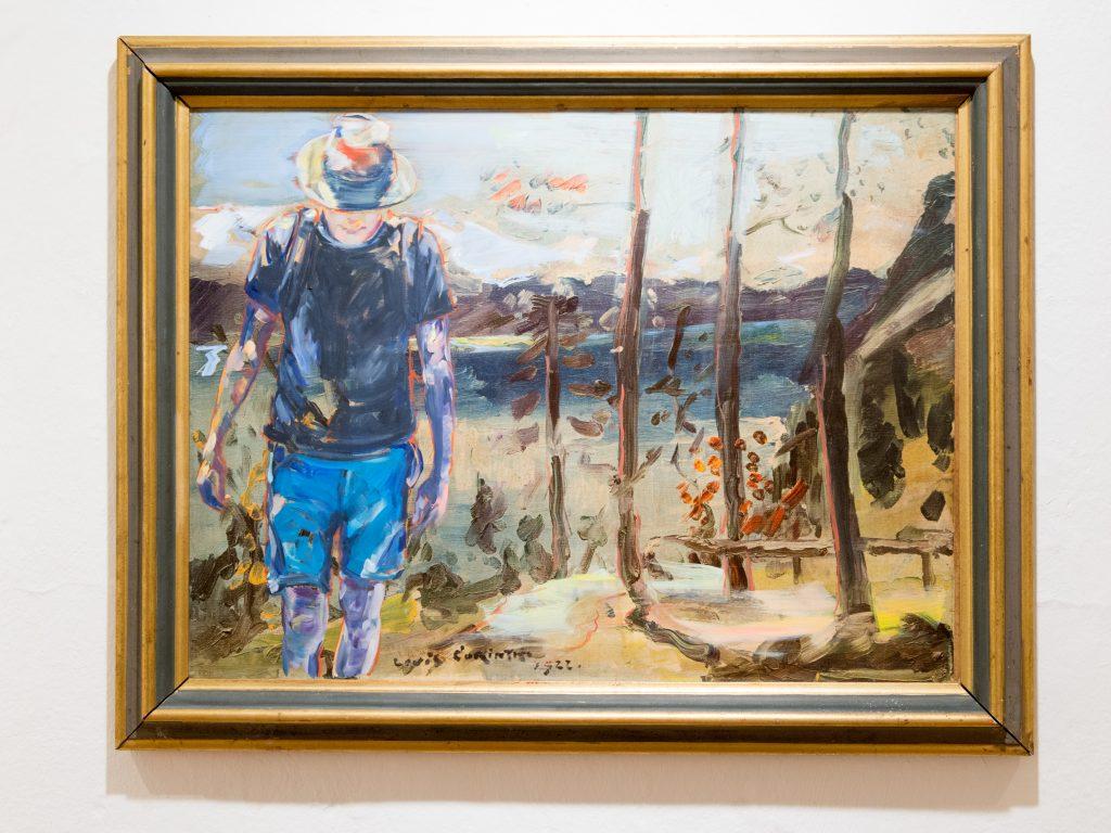Der Bielefelder Maler und Zeichner Gunther Grabe zeigt neue Arbeiten aus seinem Zyklus Walchensee, hier malte er sich in eine Reproduktion eiens Bildes von Lovis Corinth.